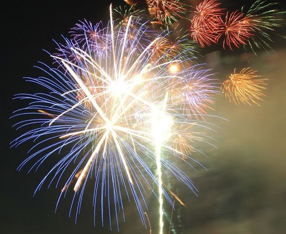 Los fuegos artificiales no faltan como el mejor broche para las fiestas de San Mateo.