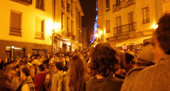 Miles de personas llenan las calles de Oviedo durante las fiestas de San Mateo
