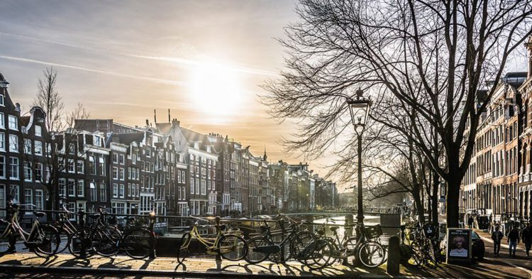 Bicis en Ámsterdam (Pixabay)