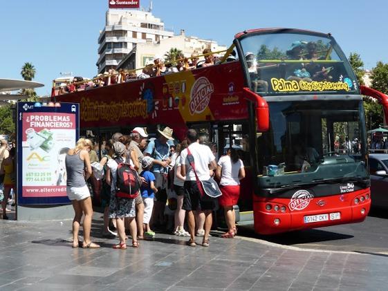 Siempre, siempre, hay un bus turístico esperándote. ¡No le decepciones!