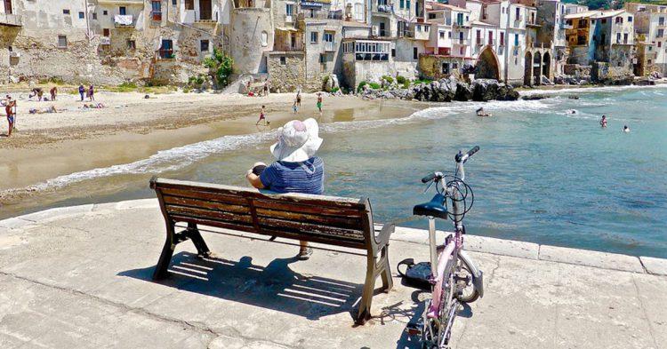 Descansando tras un paseo en bici en Sicilia (Pixabay)