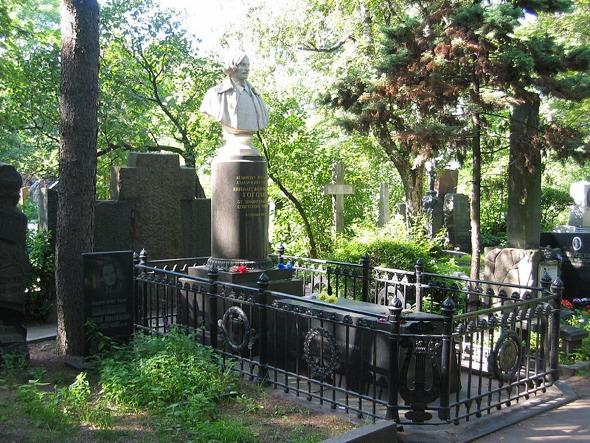 Panteón del gran escritor e intelectual ruso Nikolai Gogol en el cementerio Novodeichy de Moscú