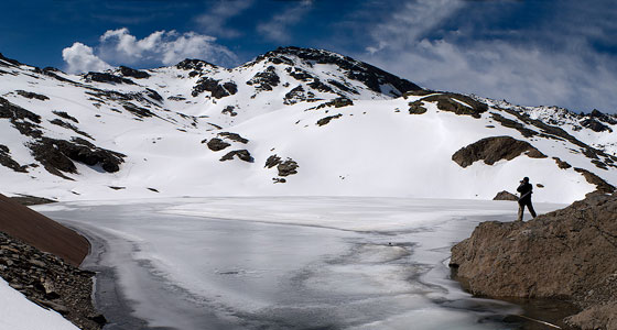 Laguna Yeguas helada (Sierra Nevada). Foto: Luis Marín