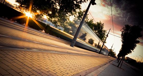 Tranvía de la Malvarrosa al alba