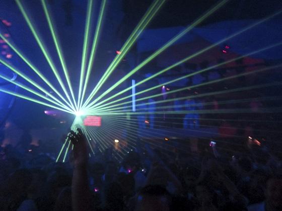 Fiesta en una discoteca de Ibiza