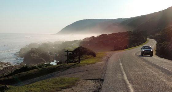 Carretera frente a Plettenberg Bay, en la Garden Route. / Foto: Senfgurke