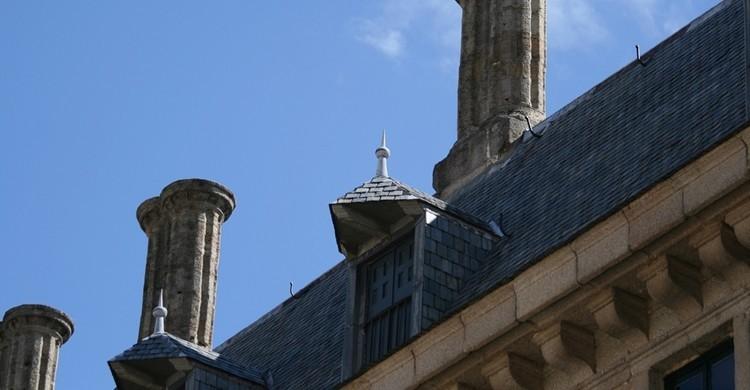 Imagen de una de las ventanas y torres que coronan los techos de parte del monasterio. Contando Estrelas (Flickr).