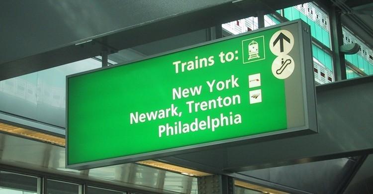 Indicaciones en Newark para tomar el tren a Nueva York. Ferrous Büller (Flickr)