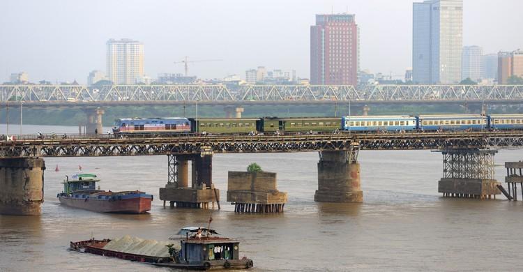 La intrigante Hanoi, en Vietnam, desde el Río Rojo. Bertrand Rieger (GTres).