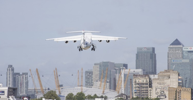 London City Airport junto a Canary Wharf y Arena O2