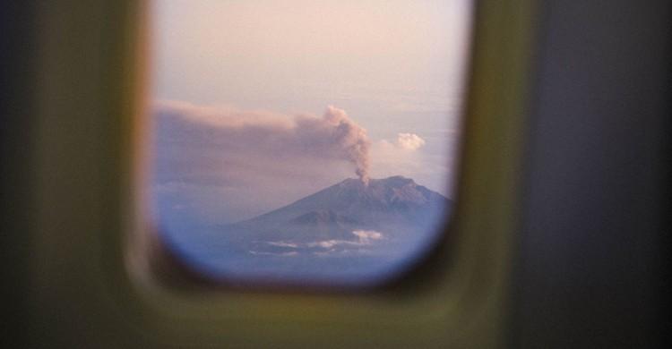 Vista desde el avión del volcán Kawah Ijen. Reuben Wu