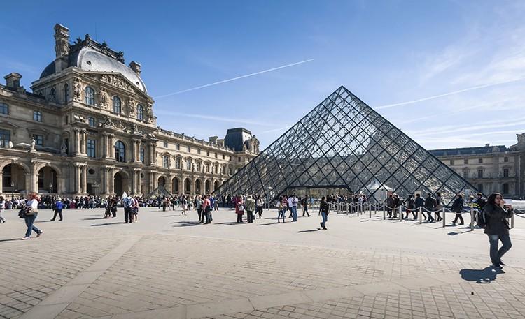 Louvre (iStock)