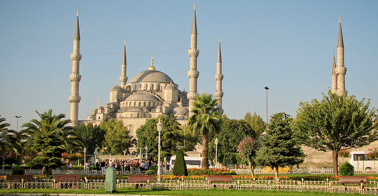 Mezquita Azul (https://commons.wikimedia.org/wiki/User:NorbertNagel)