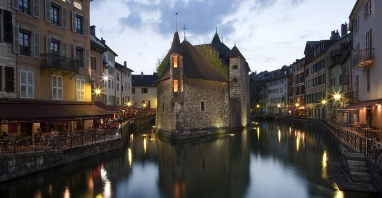 Palacio de la isla, en Annecy, en los Alpes franceses. Kosala Bandara (Flickr)