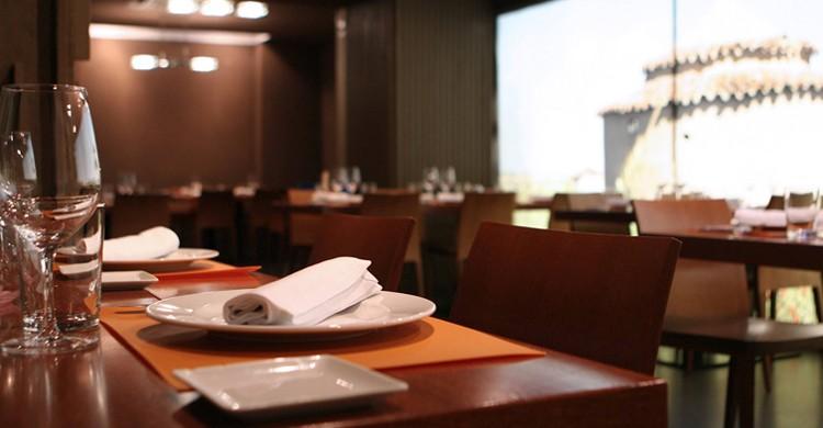 Vista de las mesas en el restaurante Barandales