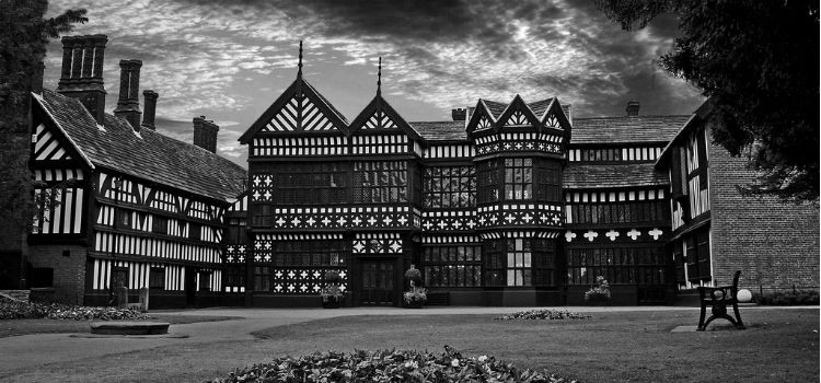 Bramall Hall - The Yes Man (Flickr)