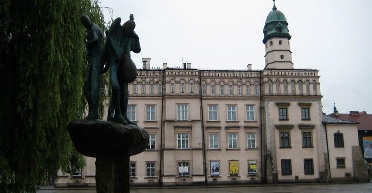 Plaza de Wolnica con la estatua de los tres músicos y el antiguo Ayuntamiento al fondo. Börkur Sigurbjörnsson (Flickr)