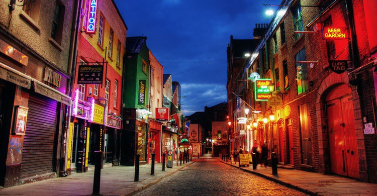 Temple Bar al anochecer. Barnacles Budget Accommodation (Flickr)