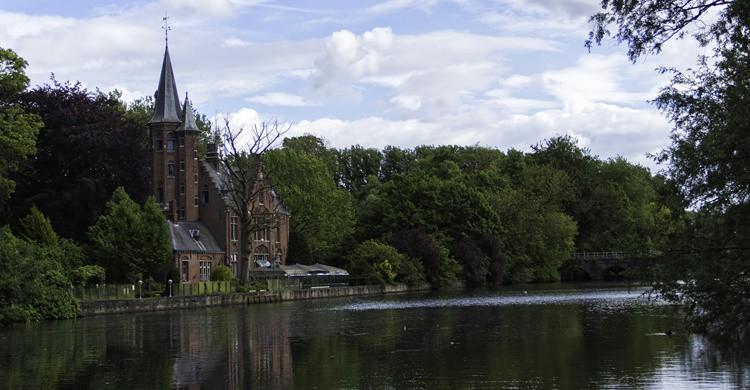 Dicen que el Lago del Amor suele albergar cisnes durante todo el año. Giovani Racca (Flickr)