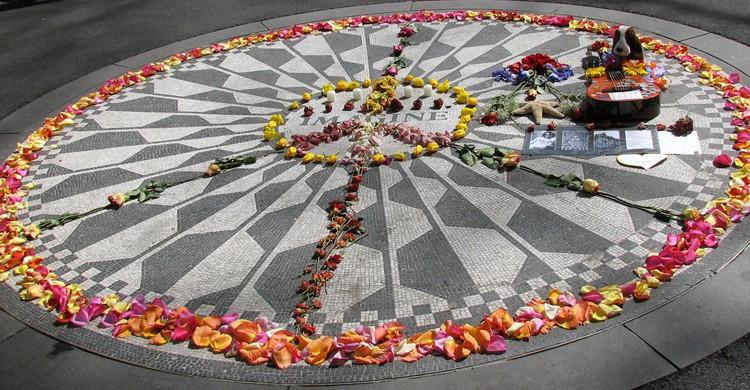 El memorial de Imagine de John Lennon es uno de los lugares más visitados de NY.  (Lara Mercer Photography, Foter)