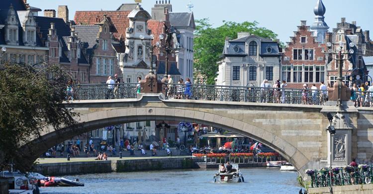 Puente sobre el río en Gante. Stephane Mignon (Flickr)