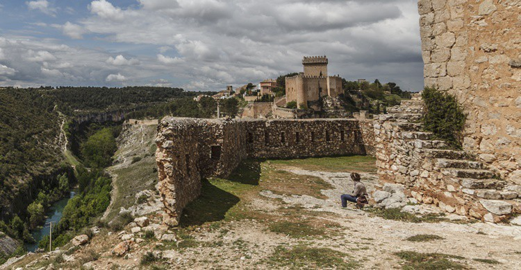 Castillo de Alarcón, y abajo, el Júcar. José Manuel Armengod (Flickr).