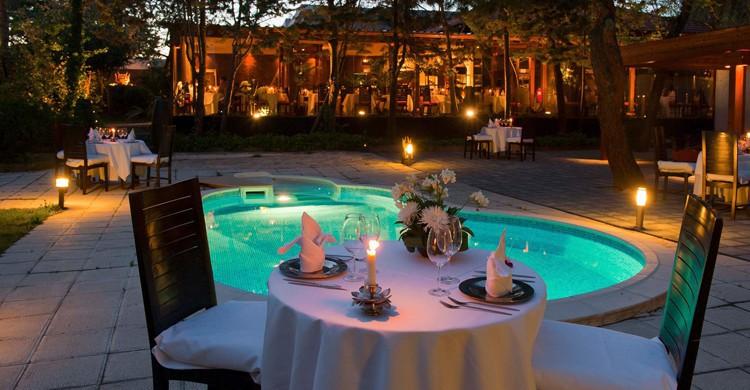 Mesa de la piscina. The Garden 2112, Facebook