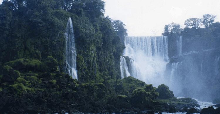 Iguazú / Paraguay (https://www.flickr.com/photos/33037982@N04/3400720419)
