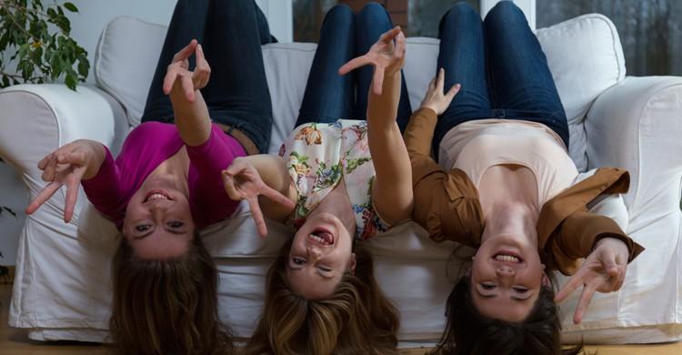 Para quedar con las amigas no es imprescindible salir de casa (iStock)