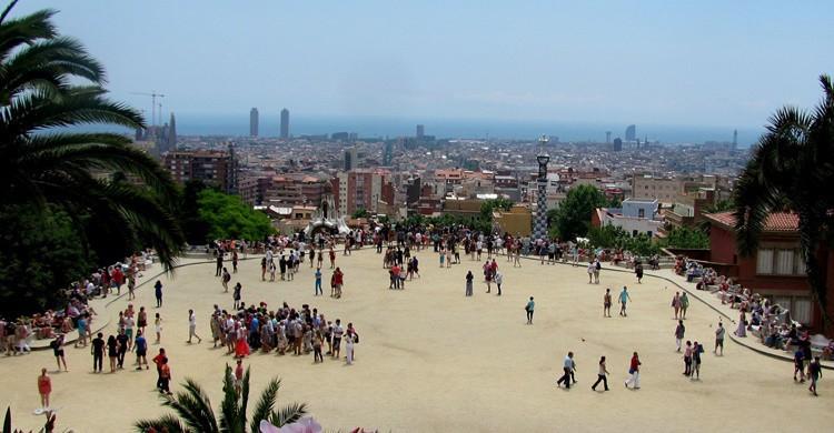 Plaza del parque, donde debajo están las columnas. -ted (Flickr)