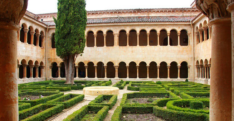 Histórico claustro del Monasterio de Silos. Avilasal (Flickr)
