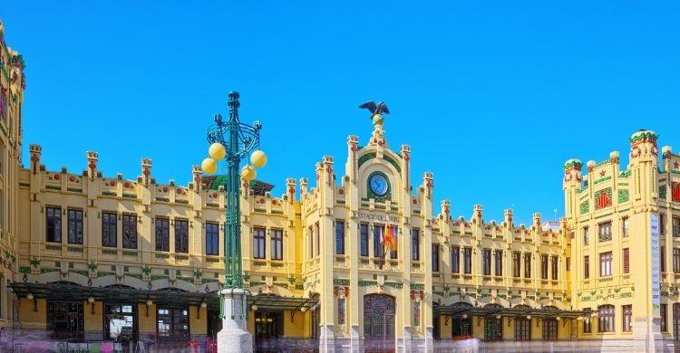 Fachada principal de la estación del Norte de Valencia. (iStock)