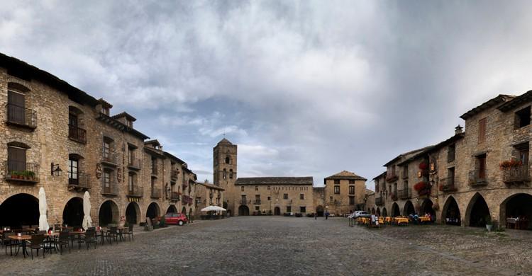 Plaza Mayor de Aínsa, en Huesca. Inés Fernández (Flickr)