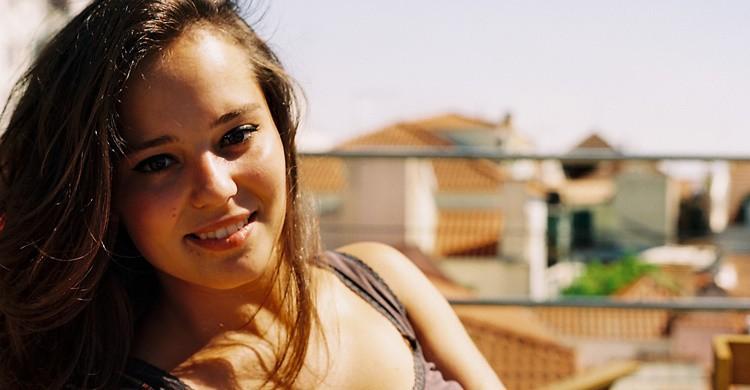 Joven tomando el sol en una azotea. Harold Navarro (Flickr)