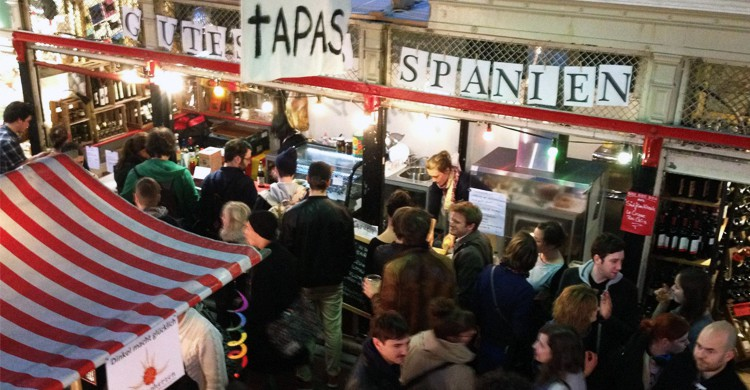 Ambiente de street food. Tapas La Cazuela, Facebook