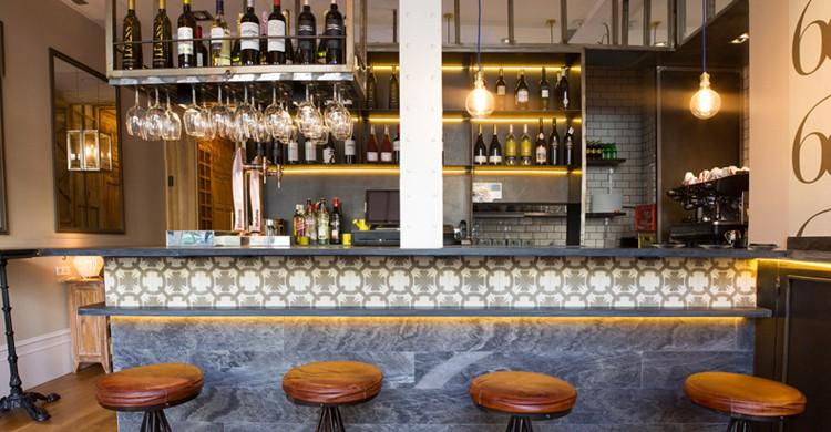 La barra. Restaurante La Contraseña