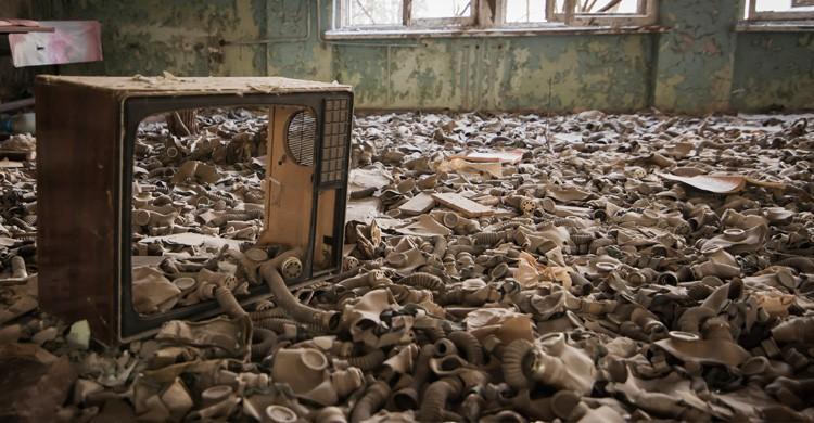 máscaras de gas en el suelo /Chernóbil (Istock)
