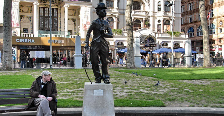 Estatua de Chaplin en Leicester Square, en Londres. FaceMePLS (Flickr)