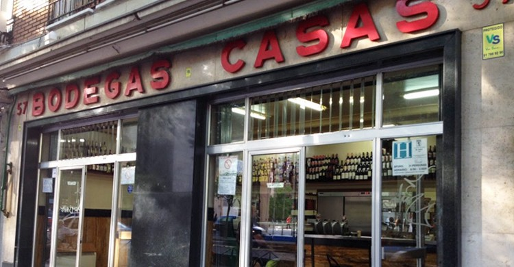 Entrada. Bodegas Casas (www.mistabernasfavoritas.blogspot.com)