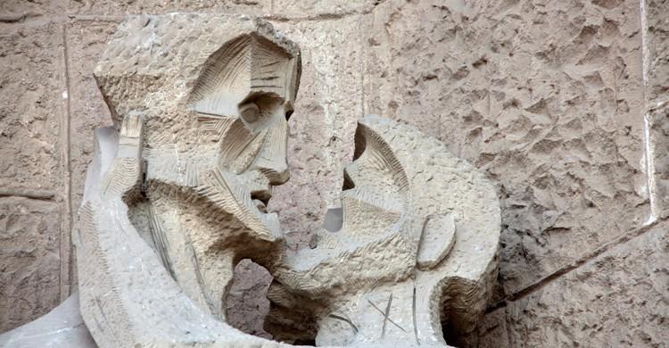 saludos con dos besos en España (Istock)