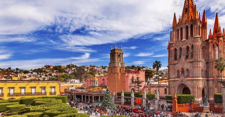 Parroquia en San Miguel de Allende. Bpperry (iStock)