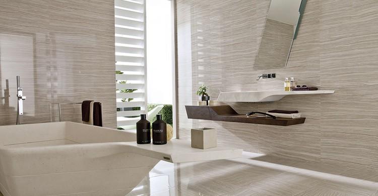 Baño alicatado en azulejos Porcelanosa (http://www.porcelanosa.com)