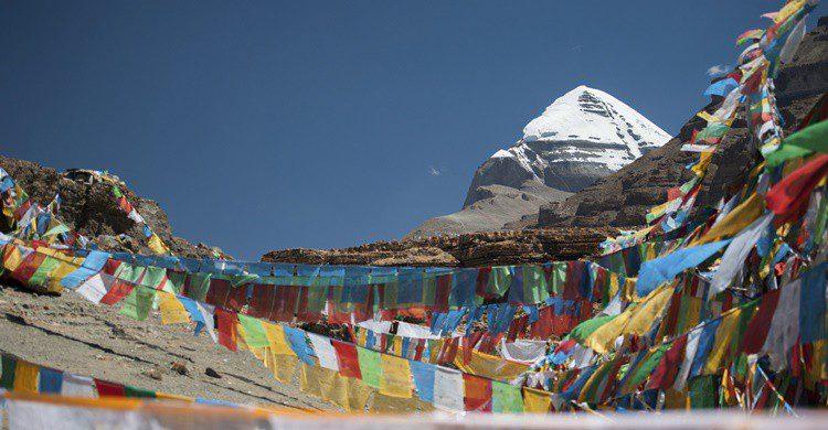El monte sagrado, con la típica 'decoración' tibetana. Padsaworn Wannakarn (iStock)