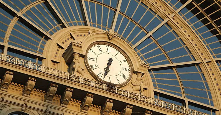 Reloj de la estación de tren de Keleti (iStock)