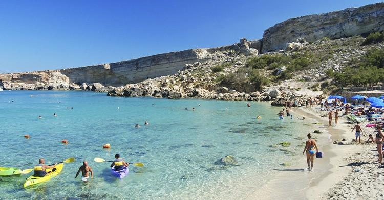 Paradise Bay. AlizadaStudios (iStock)