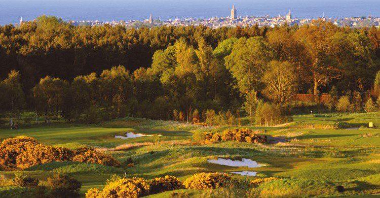 Old Course de St. Andrews y al fondo, el pueblo de St. Andrews (http://www.oldcoursehotel.co.uk/golf)