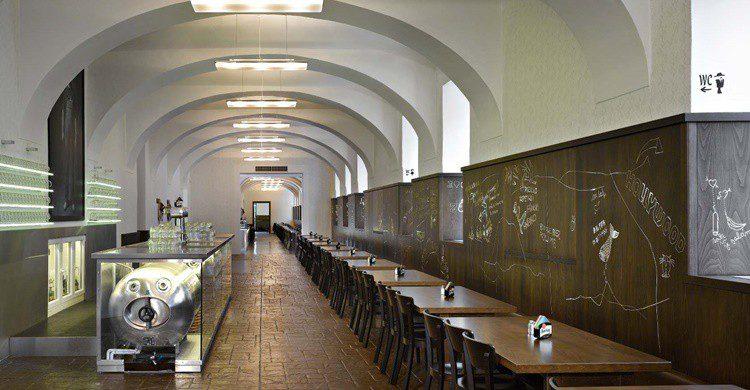 Restaurante Lokál Dlouhááá (http://lokal-dlouha.ambi.cz/en/)