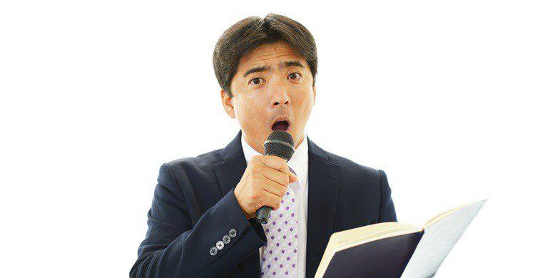 Japonés de negocios, cantando. Sunabesyou (iStock)