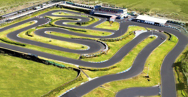 Vista parcial del circuito (http://www.kartingtenerife.com/es-inicio.html)