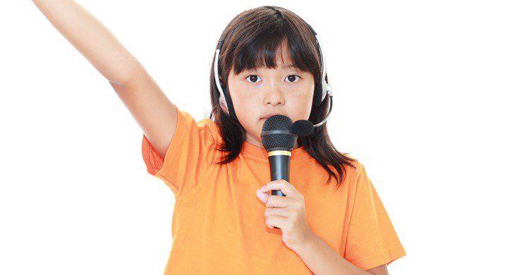 Los niños también pueden ir a los karaokes a ciertas horas. Sunabesyou (iStock)